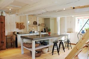 Nedervåningen med kök, entré, badrum och matplats byggdes om först och sedan arbetades det uppåt i kvarnen.