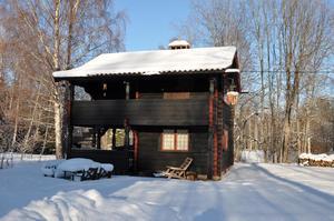 På Laknäs Jönsgattu 35 finns hela 8 087 kvadratmeter stor tomt. Foto: Svensk Fastighetsförmedling Leksand