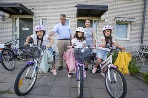 På torsdagsmorgonen bar det av till Ulvsäterskolan för första gången. Lia till vänster, Lilly i mitten och Lin till höger.