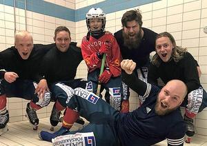 Unge debutanten Theodor Karlsson, omgiven av målskyttarna Jesper Svedin, Joakim Engström, Joakim Nilsson, Jonas Andersson och Pontus Jansson. Foto: Grängesbergs BK