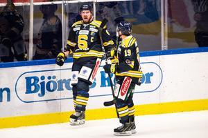 Nicklas Grossmann (till vänster) är tillbaka i spel för SSK. Foto: Simon Hastegård/Bildbyrån