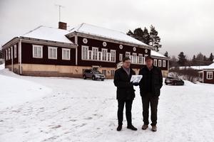 Nils-Åke Norman (M) och Sven-Olov Åsberg (M) vill inte att man ska riva den gamla musikskolan.