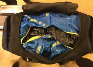 I väskan fanns paketen med knark, väl inslagna i säckar och plast.
