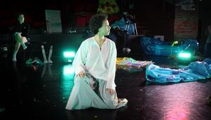 Norrdans nya föreställning tar avstamp i den mångkulturella smältdegel som är folkdans.