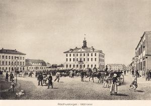 Innan stadsbranden ägde rum kallades platsen runt rådhuset för Stora Torget. Rådhuset kunde bevaras trots att taket och tornet hade demolerats i branden. Stadshuset till vänster i bild gick däremot inte att rädda.