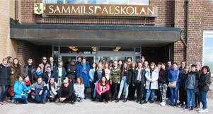 Cirka 35 elever och lärare har gästat Sammilsdalskolan under några dagar för att lära om varandras länder. (foto:privat)