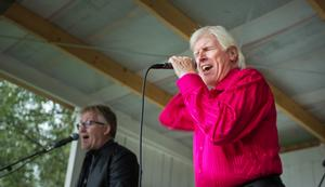 Tommy Thelin sjunger Elvis med inlevelse.