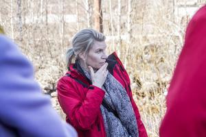 Rådman Karin Jonsson Rydh vid mark- och miljödomstolen fick en del att fundera på i samband med syn på Vade kraftverk på tisdagen.