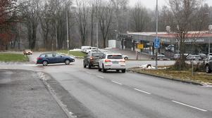 Moderaterna vill att den olycksdrabbade korsningen på Bergslagsvägen ska byggas om för att bli mer trafiksäkrare.