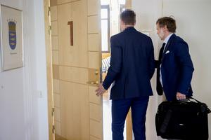 Advokat Henrik Bodén, till höger, anser att hans klient, till vänster agerat målvakt för den som varit huvudman i smugglings- och dopinghärvan.
