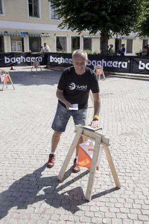Göran Andersson, från internationella orienterings förbundet, visar upp micro orientering eller labyrint orientering.