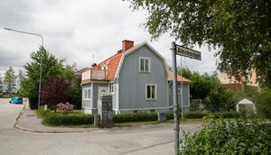 Vid korsningen Almviksvägen och Centralvägen i Östertälje ligger den fastighet där planer för 170 nya lägenheter finns.