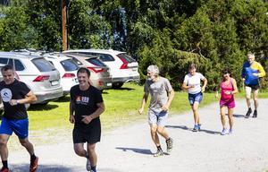 Anders Blomquist och Erik Östlund tog täten under joggingrundan.