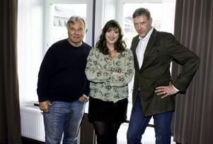 Trion bakom filmen. Regissören Kathrine Windfeldt omgiven av författaren Jan Guillou och filmens stjärna Mikael Persbrandt.