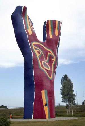Bengt Lindströms Y - en monumental skulptur som drog hit världspressen vid invigningen och har debatterats rikligt i ST.