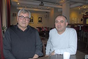 Restaurangägaren Daniel Aksoy, till vänster i bild och restaruangchefen  Fadi Kaya blev lite förvånade över att de var så få gäster när de tog över En & en halv. Nu vill de återupprätta restaruangens goda rykte.