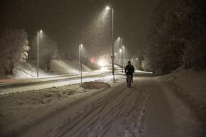 Kraftigt snöfall över Dalarna. Här en bild från Hanröleden i Falun.