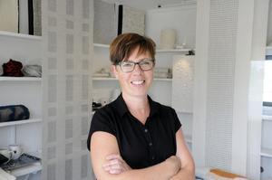 Elin Westlund i Långhed utanför Alfta har vävt hela livet. På sin egen gård har hon numera en liten butik.