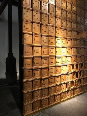 Petra Hultmans farfar massproducerade nyckelskåp när han inte längre fick lönearbeta på snickerifabriken. Foto: Pressbild