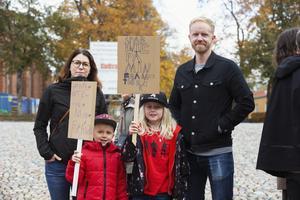 Jenny och Daniel Lundqvist deltog i marschen tillsammans med sönerna Malte och Emil.