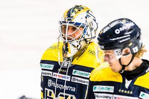 Felix Sandström fick hoppa in när HV71 bytte ut Jonas Gunnarsson efter tre insläppta mål mot Luleå.