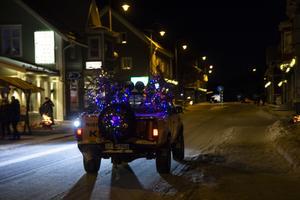 Både ett och annat julpyntat fordon passerade genom byn.