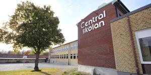 Det är svårt att få tag i behöriga lärare till Centralskolan i Norberg. Ingrid Nord, barn- och utbildningschef, säger att det är lättare med lärare till Källskolan.