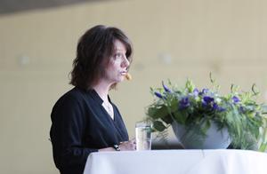 Matilda Ernkrans minister för högre utbildning och forskning talar och framför en hälsning från statsminister Löfven.
