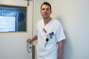 Om någon i Dalarna insjuknar av corona-viruset är infektionskliniken beredd, visar Erik Degerman. Bland annat får patienten ett isolerat rum med egen ventilation.