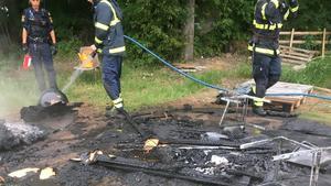 Branden spreds från en eldplats efter att en familj hade grillat. Läsarbild/Per Andersson