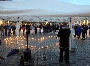 Flera manifestationer har hållits till stöd för de hemlösa ungdomarna, bland annat av föreningen Hitta hem. Vid en manifestation på Kumla torg i oktober talade bland annat Lars Inge Larsson, pastor i Fylstakyrkan.