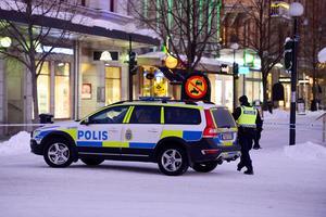 Polisens nationella bombskydd kallades upp från Stockholm sedan ett anonymt bombhot lämnats till Swedbank i Sundsvall.