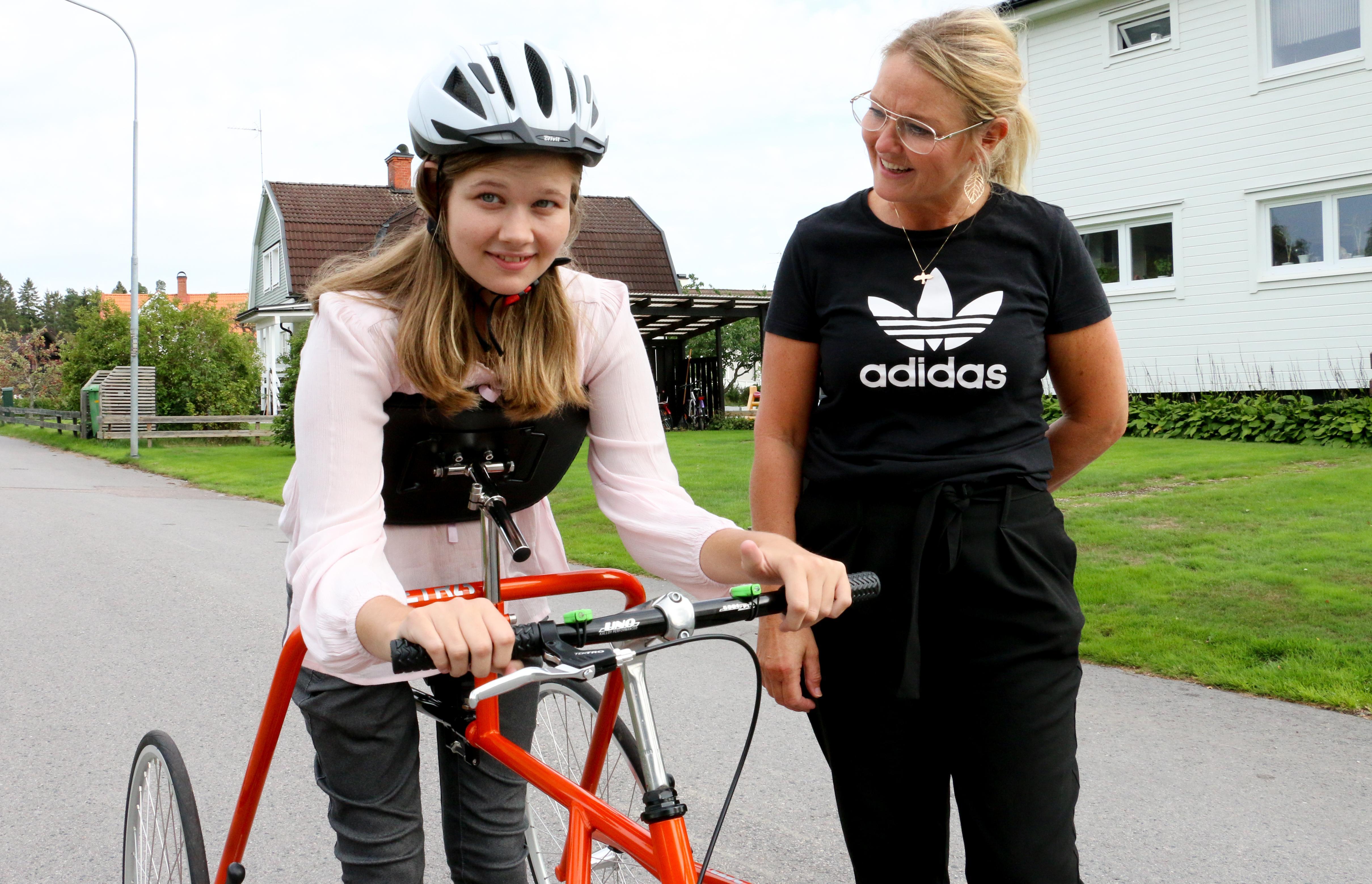 Sarah Båthman från Kumla är en av trettio svenskar med de ovanliga diagnosen CDG 1a, som bland annat innebär att man har svaga muskler och svårigheter med balansen. Första helgen i september åkte hon tillsammans med sin mamma Eva-Marie för att vara med på Nordiskt CDG-möte.