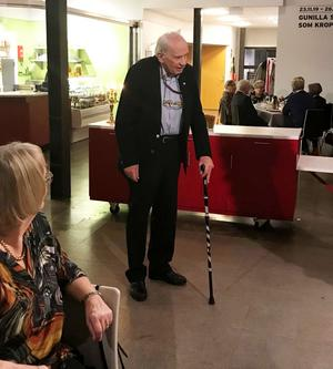 Den verklige senioren Sten Brahmberg, 93 år, höll ett roligt tal från förr. Foto: Hans Norlund
