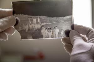 Originalet från Ådalen 31. Glasplåten  som blev historia finns i Länsmuseets säkra och temperaturskyddade arkiv.
