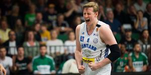 Oliver Gehrke och Jämtland jublade över segern i Täljehallen. Nu blir det en sjätte semifinal på fredag.