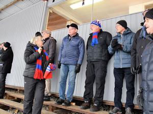 Efter en kort Bergsåkersvisit och fika i Nordichallens innandömen blev det match, där Söråker vann säsongens sista division I-derby mot