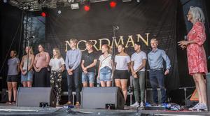 Tio av idrottarna var på plats och fick sin hedersplakett på lördagen, på den stora scenen vid Fisktorget.