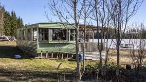 För att  få bedriva camping krävs ett bygglov. För att få ställa upp husvagn/villavagn längre än en semesterperiod (3-6 veckor) krävs bygglov.