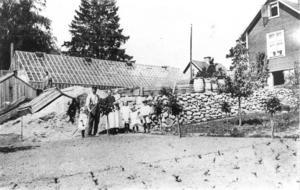 Familjen Klasson på Bedarön runt 1920. Inga var ännu inte född när bilden togs. Foto: Privat