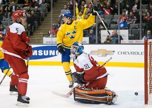 2014 var Jacob de la Rose kapten i JVM när Sverige föll i finalen och fick nöja sig med silver.Foto: AP