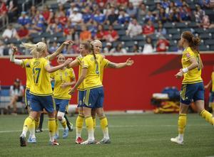 Sverige jublar efter ledningsmålet.