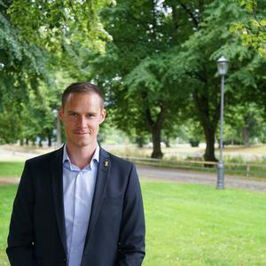 Mikael Andersson Elfgren (M), oppositionsråd .