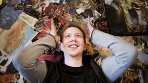 Martin Holm är född i Köping och är en av de femton konstnärerna som medverkar i utställningen