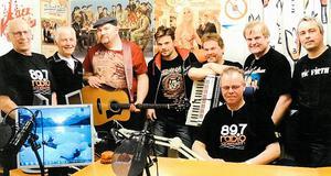 Lars Kristerz gästar närradiostudion i Söderhamn och de lokala