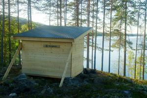 Två vindskydd har tillverkats. Det ena, vid Lossjön, blir en perfekt bivack för vandrare. foto: Eli Hynne