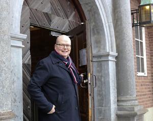 Det är en besviken och ledsen Ante Strängby som nu  ger upp kampen om att bli ÖFK:s ordförande och väljer att stanna kvar som finanschef på 100 procent vid Östersunds kommun och på rådhuset. Trots de delade meningar som han som arbetstagare nu haft med sin arbetsgivare.