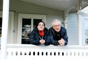 Vi träffar Lars Naumburg och Madelene Berndtsson i den gamla ärevördiga hotellbyggnaden Mohem, som numera är deras bostad.
