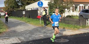 Jonas Nilsson i Åstadsloppet för tre månader sedan. På söndagen gick Örebro AIK-löparen för distriktsrekordet i Maratón de Málaga.