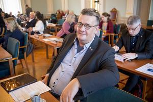 Krister Fagerström McCarthy (S), socialnämndens ordförande i Härnösand, berättar att socialförvaltningen jobbar för att försöka hitta sätt att minska köerna till demens- och äldreboenden.